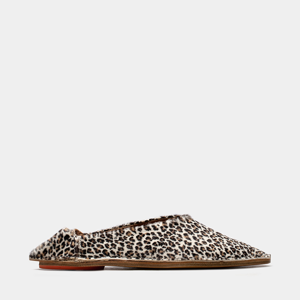 BUTTERO: MOROCCAN BABOUCHE SABOT IN WHITE PONY HAIR WITH LEOPARD PATTERN