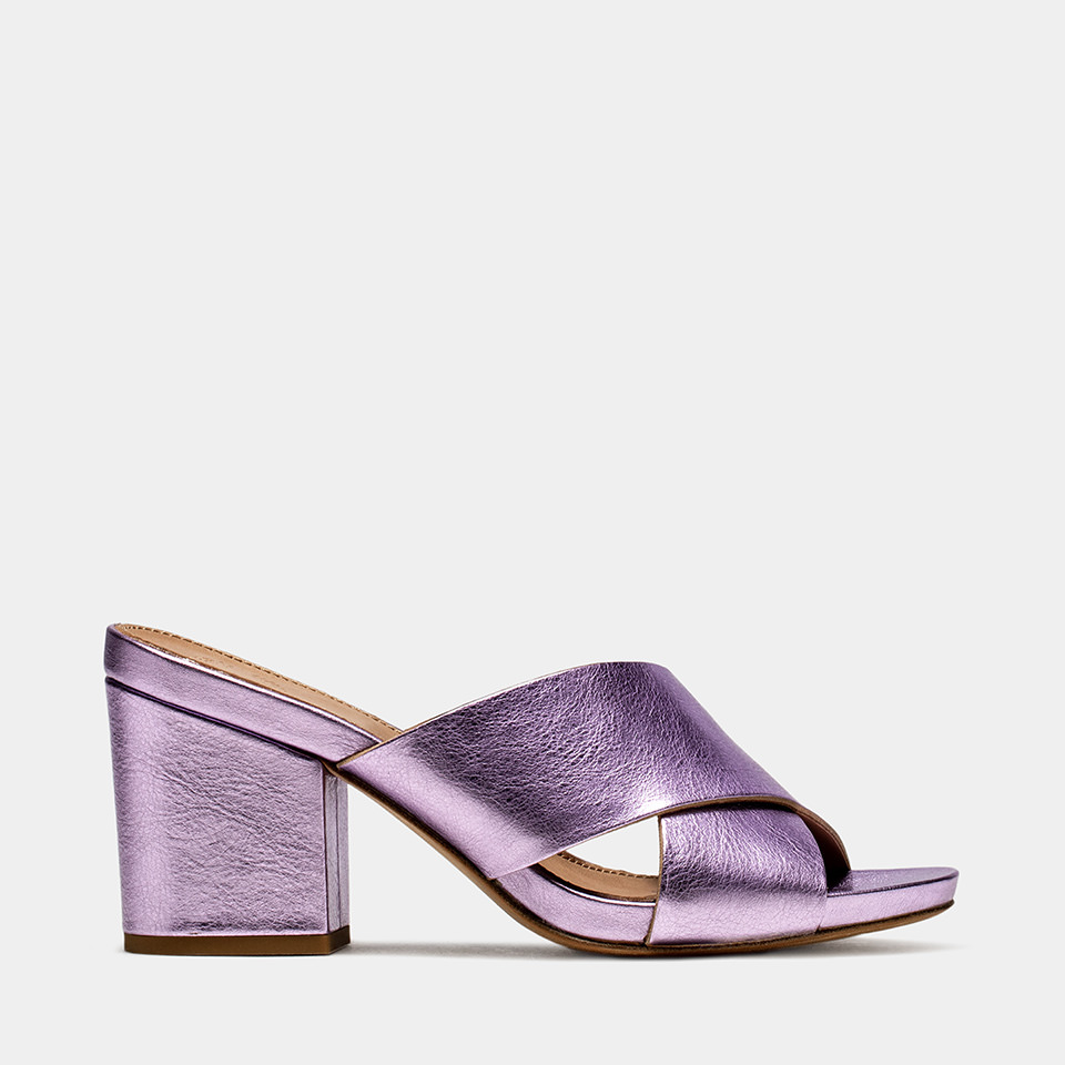 BUTTERO: PINK LAMINATED LEATHER ALISON SANDALS