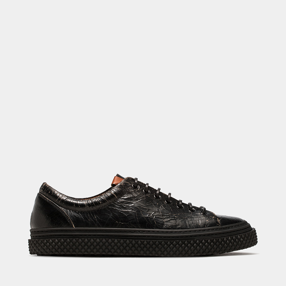 BUTTERO: COLLODI SNEAKERS IN CRACKLE EFFECT LEATHER COLOR BLACK