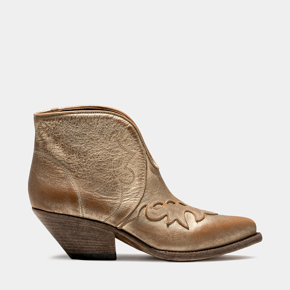 BUTTERO: ELISE LOW TOP DURANGO BOOTS IN PLATINUM LEATHER